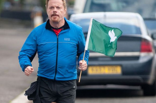 Комик Эдди Иззард пробежал 27 марафонов за 27 дней