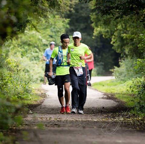 63-летний Лим Ни Ху из Сингапура пробежал марафон Ultra Great Britain в кроссовках MBT Zee 16